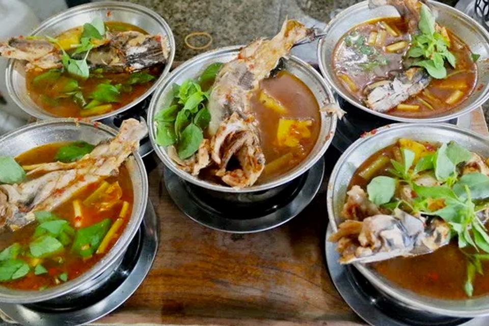 5 Tempat Makan Wajib Coba di Palembang, Nggak Kalah Enak dengan Pempek!